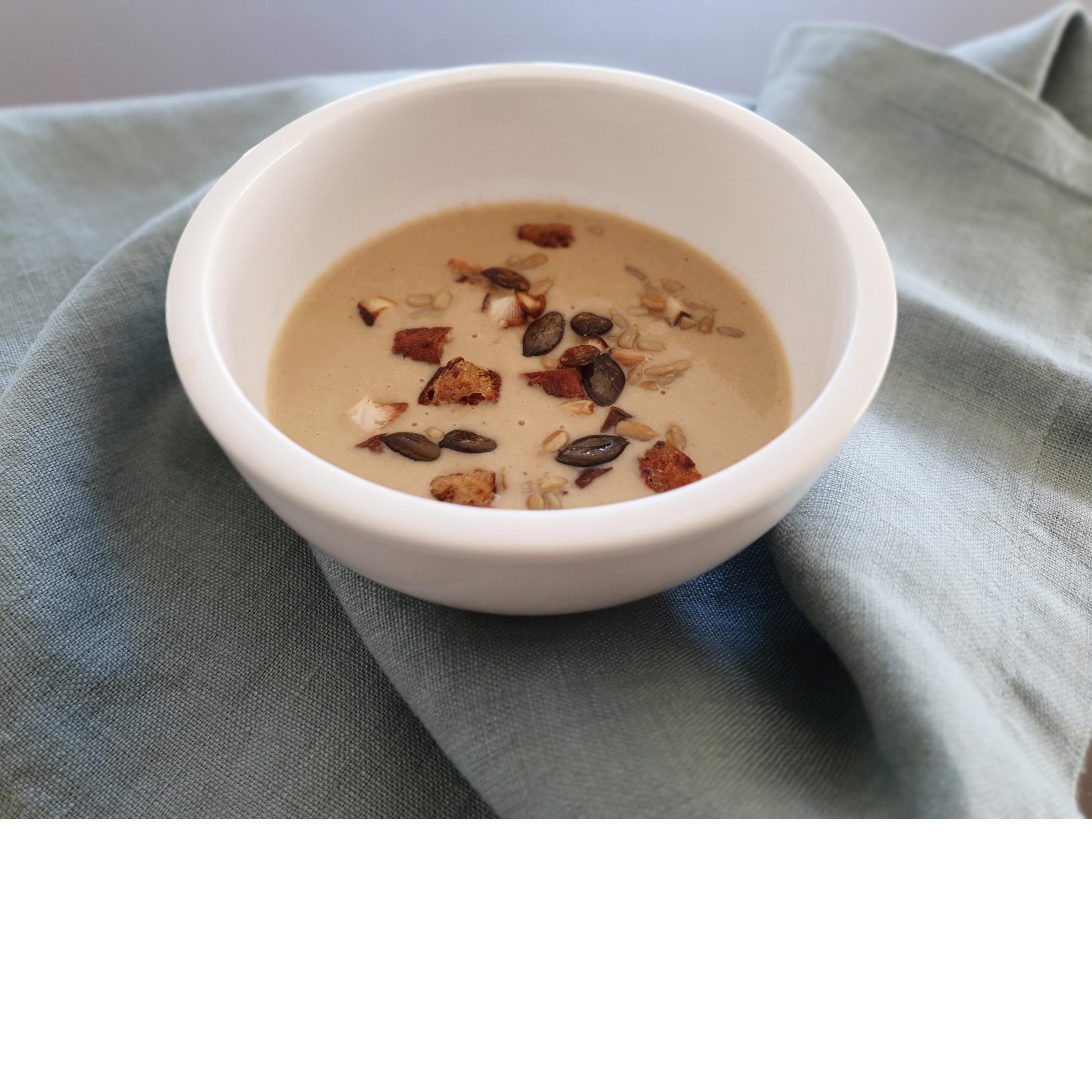 Pilzcremesuppe / Schwarzbrot-Körner-Croûtons